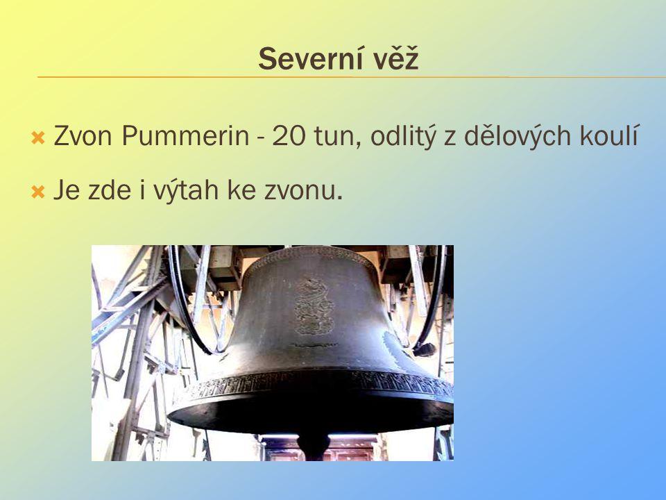 Severní věž  Zvon Pummerin - 20 tun, odlitý z dělových koulí  Je zde i výtah ke zvonu.