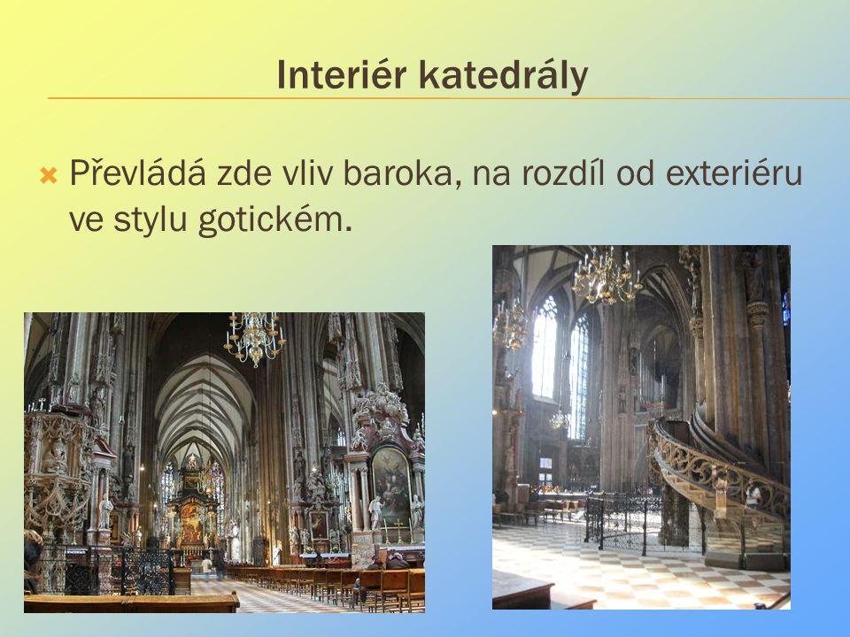 Interiér katedrály  Převládá zde vliv baroka, na rozdíl od exteriéru ve stylu gotickém.
