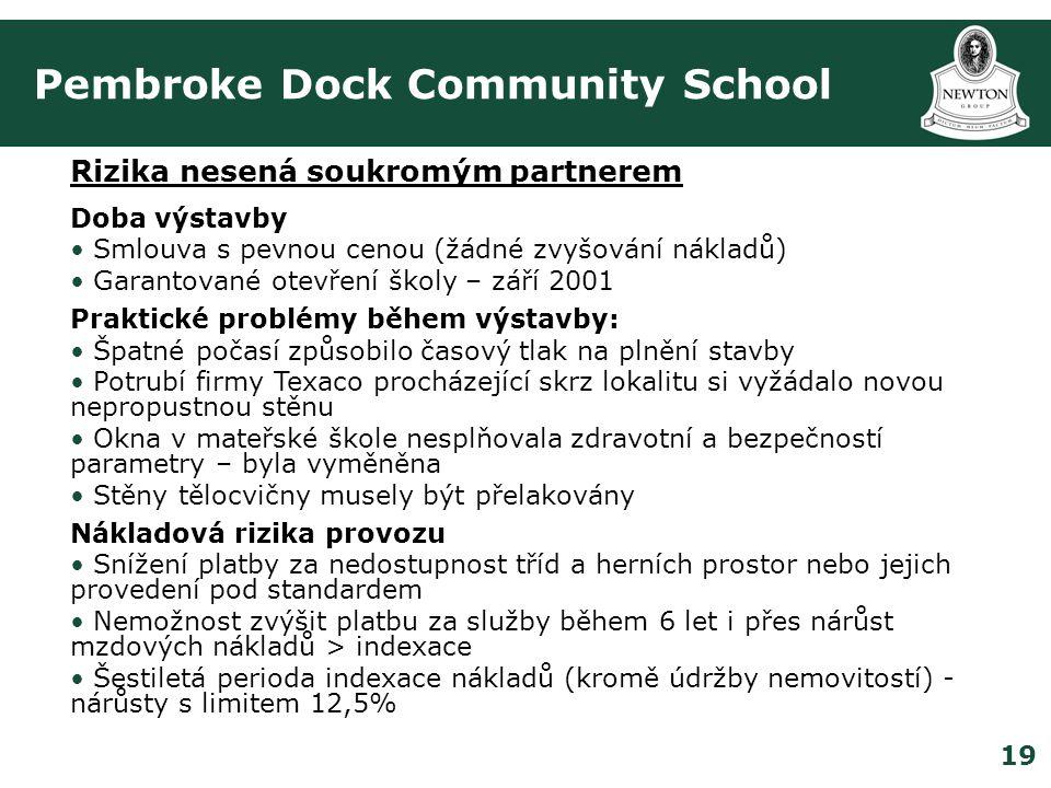 19 Pembroke Dock Community School Rizika nesená soukromým partnerem Doba výstavby • Smlouva s pevnou cenou (žádné zvyšování nákladů) • Garantované otevření školy – září 2001 Praktické problémy během výstavby: • Špatné počasí způsobilo časový tlak na plnění stavby • Potrubí firmy Texaco procházející skrz lokalitu si vyžádalo novou nepropustnou stěnu • Okna v mateřské škole nesplňovala zdravotní a bezpečností parametry – byla vyměněna • Stěny tělocvičny musely být přelakovány Nákladová rizika provozu • Snížení platby za nedostupnost tříd a herních prostor nebo jejich provedení pod standardem • Nemožnost zvýšit platbu za služby během 6 let i přes nárůst mzdových nákladů > indexace • Šestiletá perioda indexace nákladů (kromě údržby nemovitostí) - nárůsty s limitem 12,5%