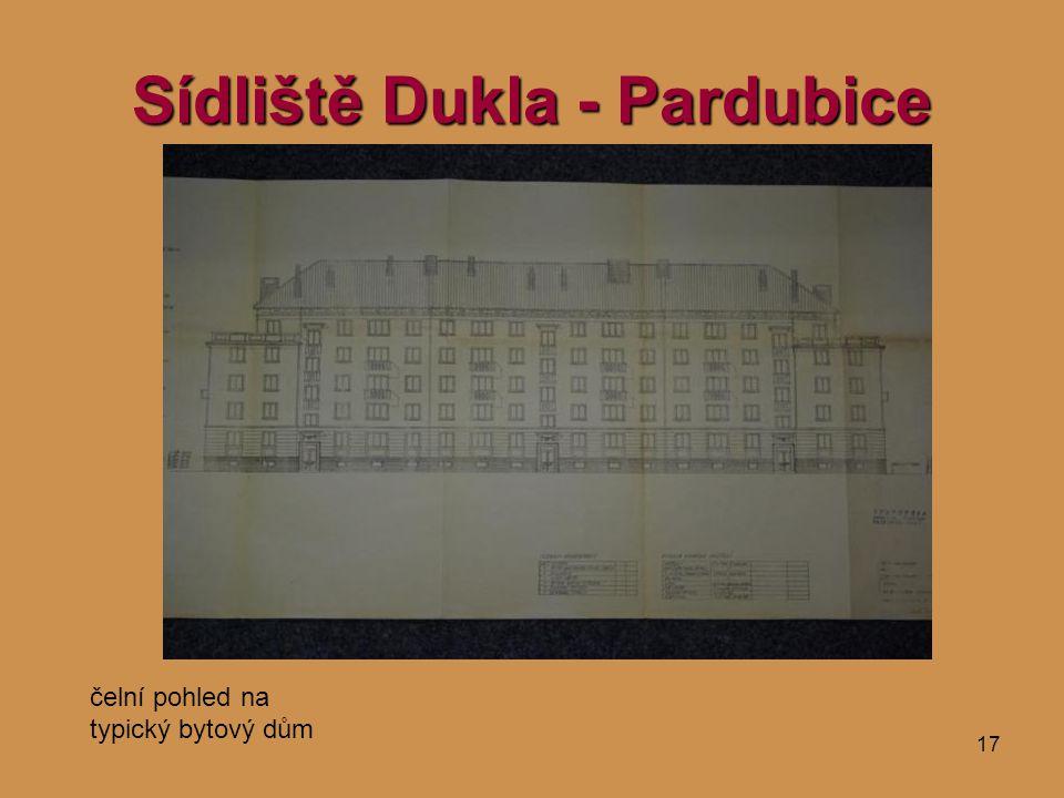 17 Sídliště Dukla - Pardubice čelní pohled na typický bytový dům