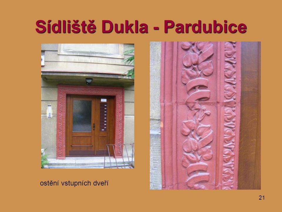 21 Sídliště Dukla - Pardubice ostění vstupních dveří