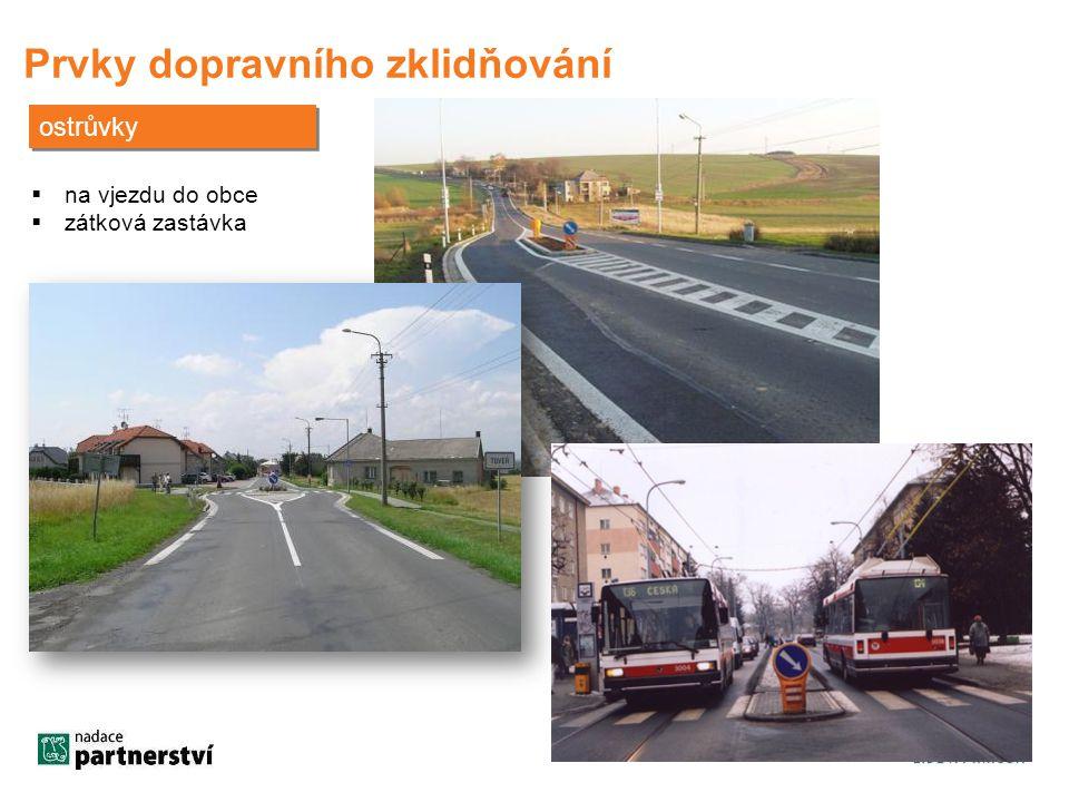 Prvky dopravního zklidňování ostrůvky  na vjezdu do obce  zátková zastávka