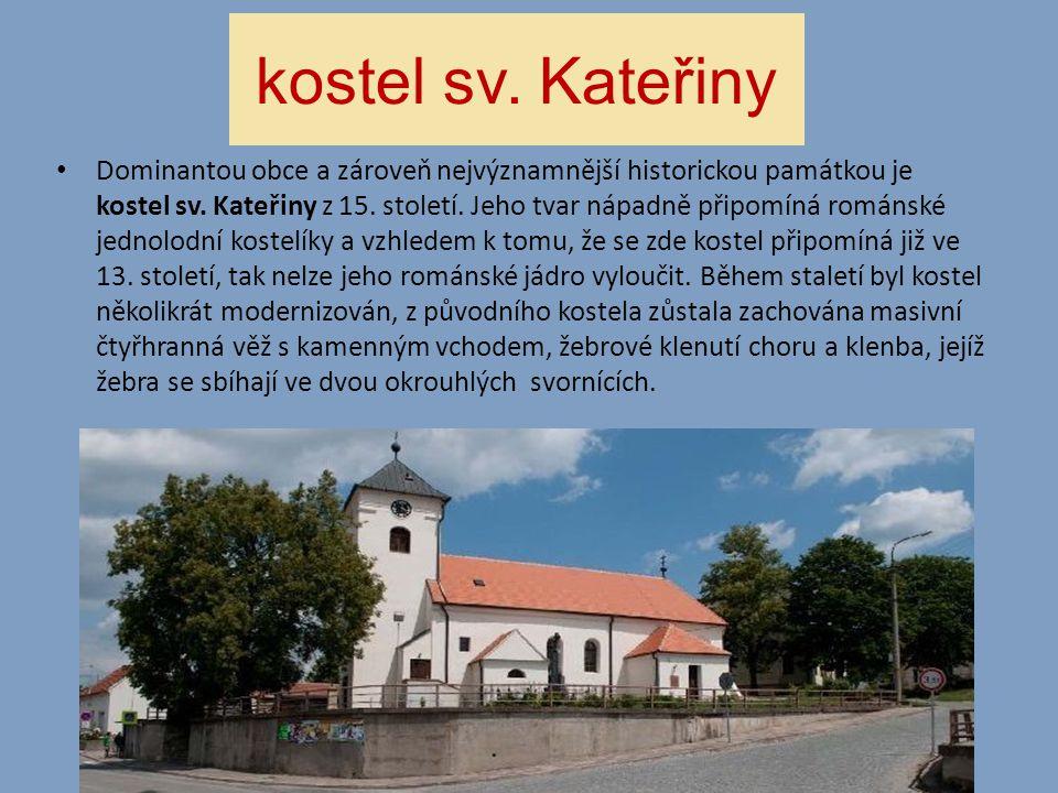 kostel sv. Kateřiny • Dominantou obce a zároveň nejvýznamnější historickou památkou je kostel sv. Kateřiny z 15. století. Jeho tvar nápadně připomíná