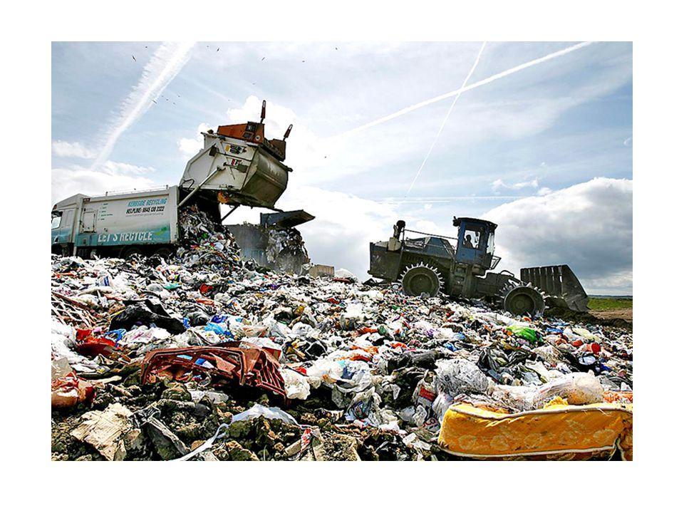 Skládka odpadů slouží k trvalému uložení odpadů.Je to nejčastější způsob odstraňování odpadů v ČR.
