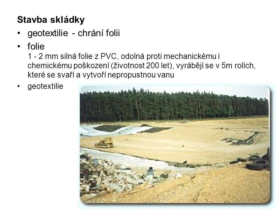 Stavba skládky •geotextilie - chrání folii •folie 1 - 2 mm silná folie z PVC, odolná proti mechanickému i chemickému poškození (životnost 200 let), vy