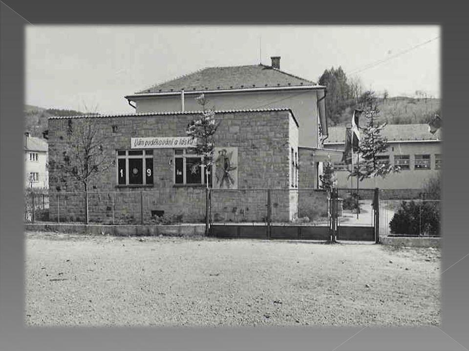  30.června 1981 byla v obci zrušena národní škola, žáci byli převedeni do nově postavené školy v Nedašově  řízením školy je pověřen Valent Bernát  od 1.září 1981 byl jmenován ředitelem školy Josef Tichánek