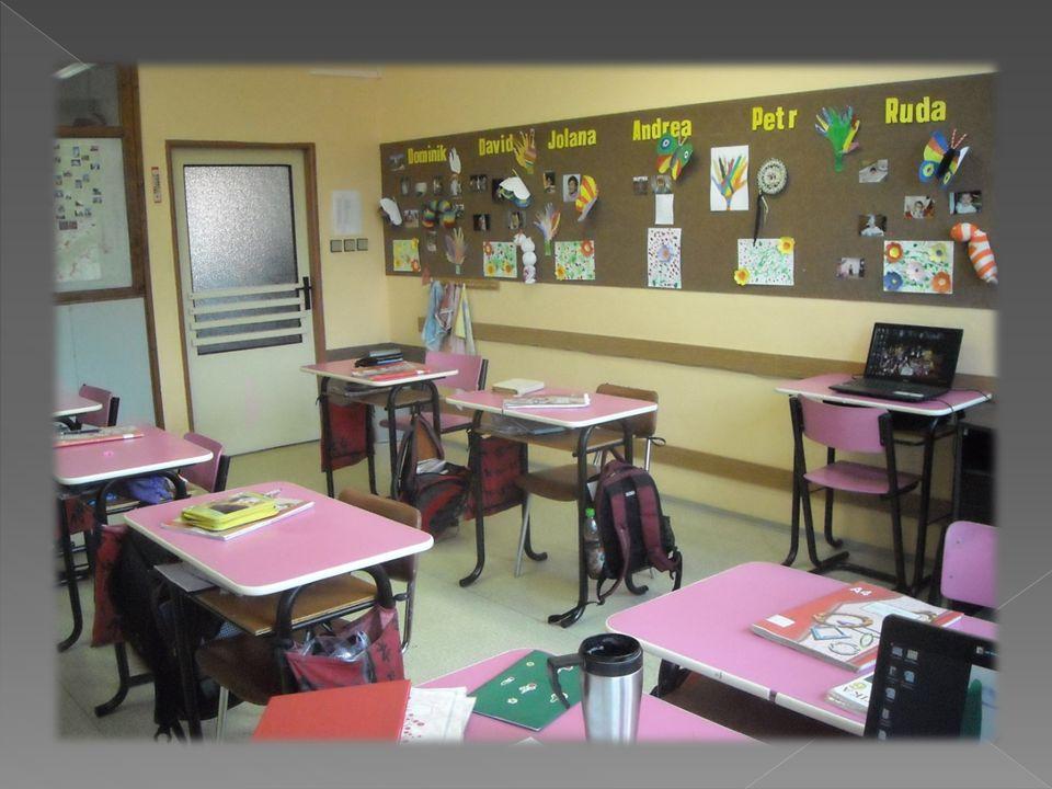  v rámci dalších úsporných opatření je v roce 1998 škola převedena pod ředitelství Dětského domova a Zvláštní školy ve Smolině, kde je ředitelkou Mgr.