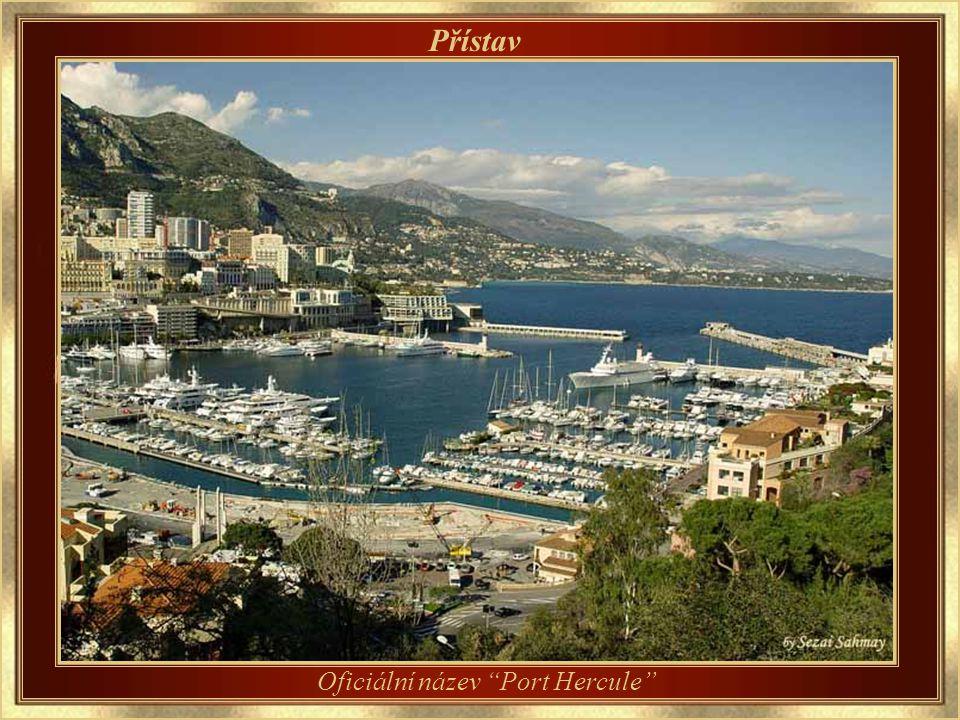 Pevnost Cliff Pohled ze zámku Grimaldi na pevnost Cliff a přístav Monaka.