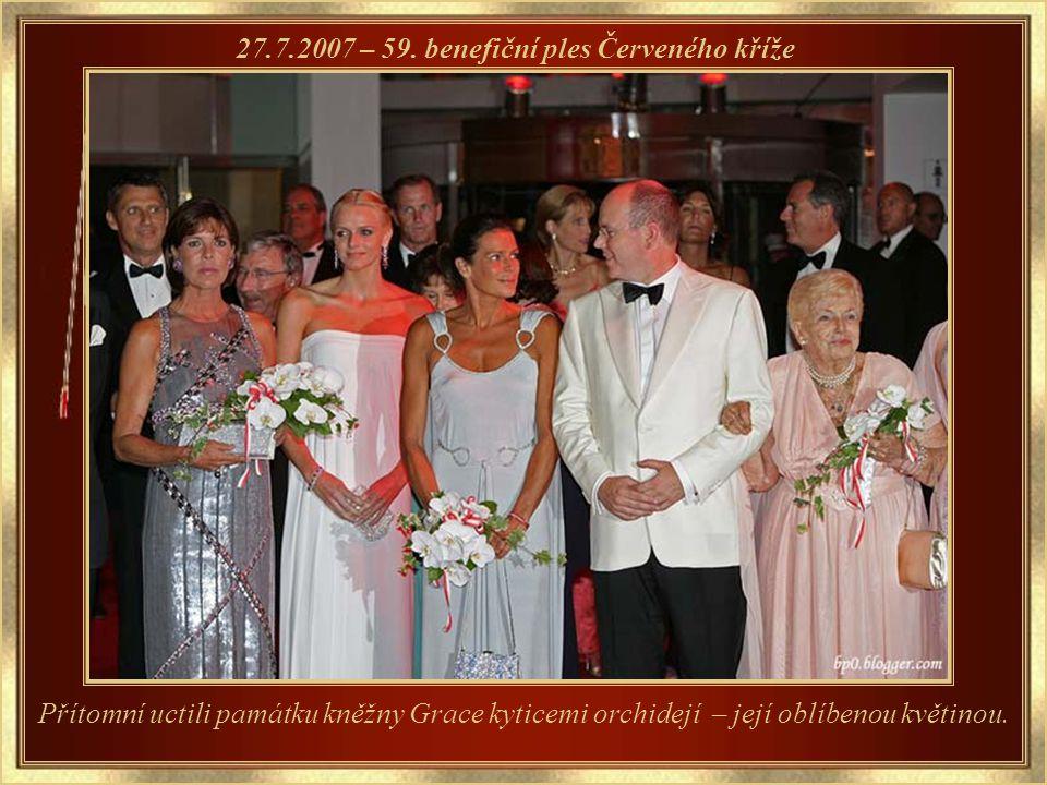 Grace také založila tradici plesu růží – 54. ples růží – 24.3.2007 Grace růže velmi milovala.