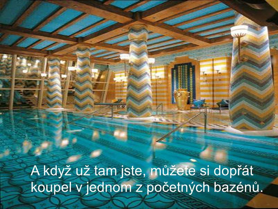 A když už tam jste, můžete si dopřát koupel v jednom z početných bazénů.