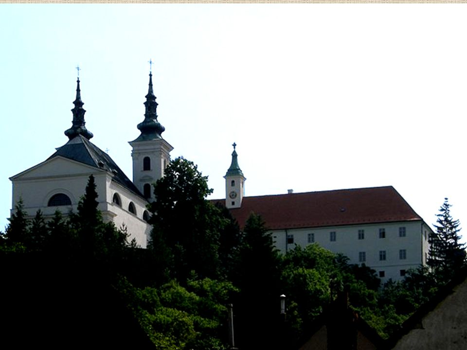 Nynější impozantní ranně barokní kostel ve Vranově s klášterem mnišského řádu Nejmenších bratří sv.
