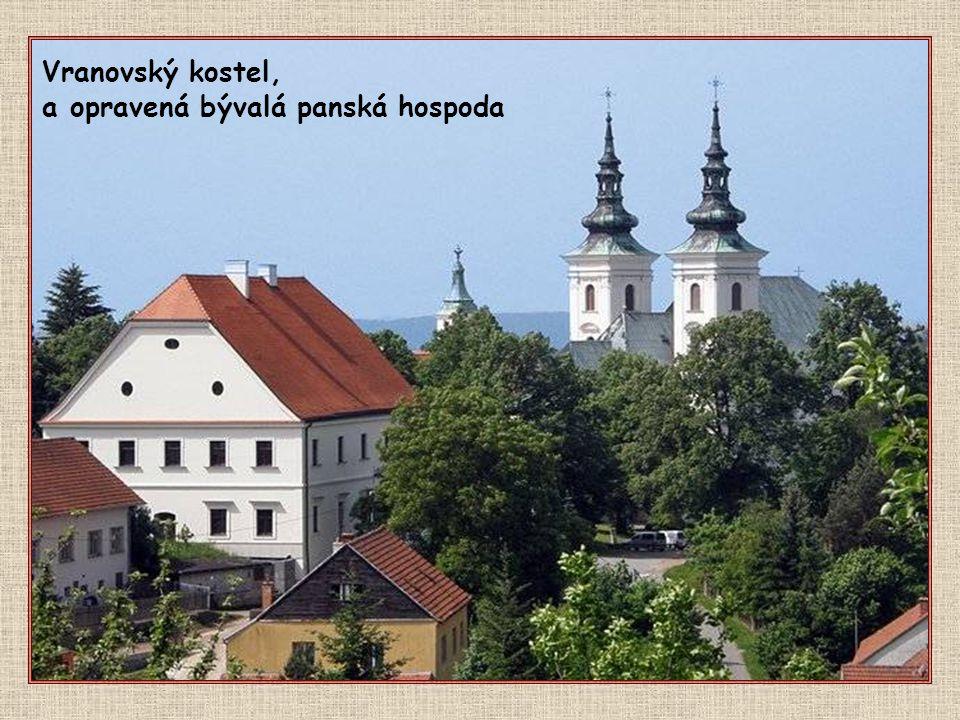 Nynější impozantní ranně barokní kostel ve Vranově s klášterem mnišského řádu Nejmenších bratří sv. Františka z Pauly, tzv. paulánů, byl postaven na m