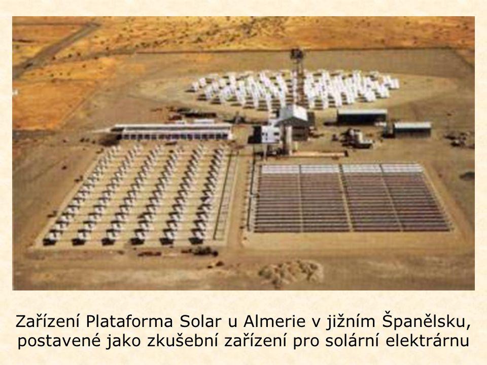 Zařízení Plataforma Solar u Almerie v jižním Španělsku, postavené jako zkušební zařízení pro solární elektrárnu