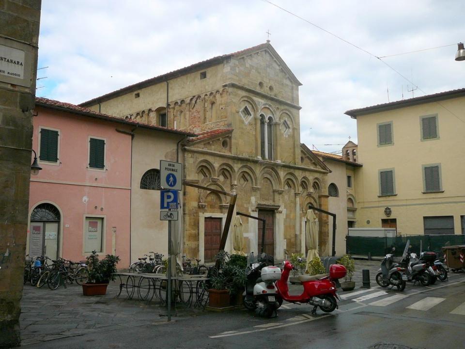 Palác Agostini - Č ervený palác - č ervená, cihlová budova - nejstarší -a nejlépe dochovaná v Pise.
