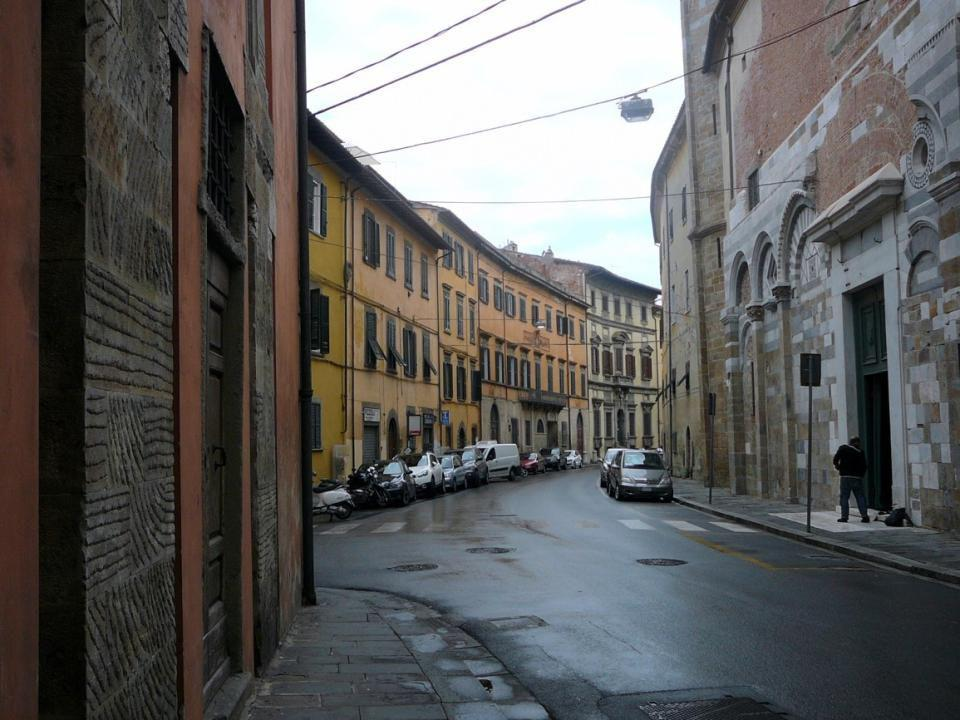 Augustiánský kostel San Paolo all Orto, zvonice byla několikrát přestavována 17. stol.
