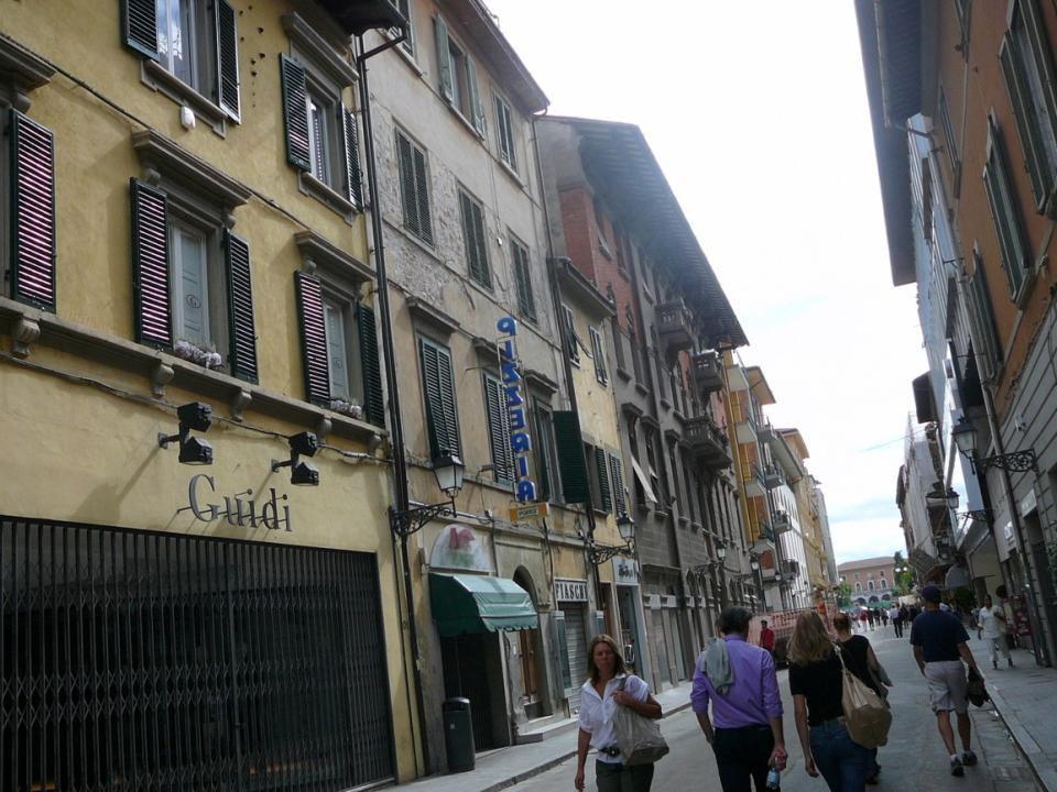 Palazzo Gambacorti -sídlo magistrátu z r. 1689, -postaven v roce 1369
