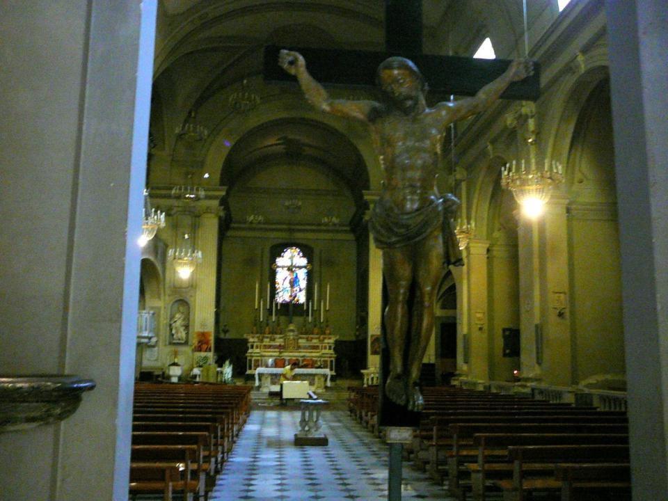 Kostel sv. Mikuláše Stavba pochází z r ů zných odbodí. P ů vodní kostel je z 11. stol., pr ůč elí s mramorovými obklady je z doby románské, horní č ás
