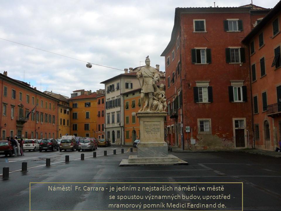 Náměstí Piazza dei Cavalieri -nechal vybudovat Cosimo I.