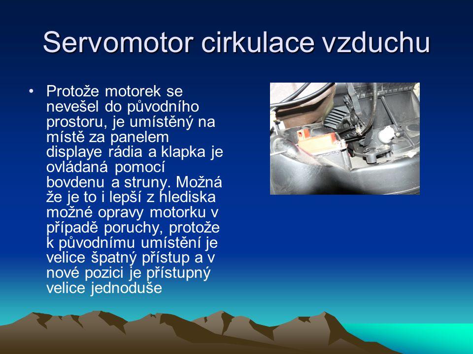 Servomotor cirkulace vzduchu •Protože motorek se nevešel do původního prostoru, je umístěný na místě za panelem displaye rádia a klapka je ovládaná po