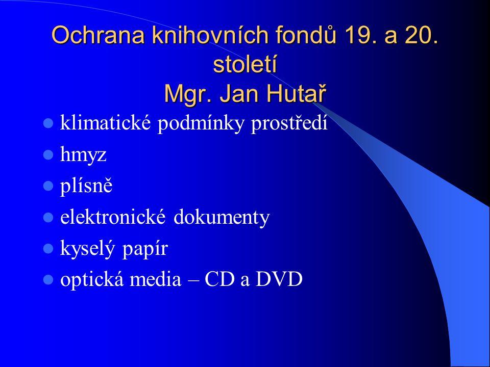struktura CD/DVD disků  Polykarbonátová (plastová) podkladová vrstva – je pouze 1 u CD, nebo 2 u DVD  Datová vrstva- lisovaná - DVD/CD-ROM z organických barviv -DVD/CD-R z kovových slitin - DVD/CD-RW  Kovová vrstva - reflexní -DVD/CD-ROM Al, Si, Au, Ag -DVD/CD-R vrstvu Au, Ag nebo jeho slitiny -DVD/CD-RW z Al  Vrstva laku