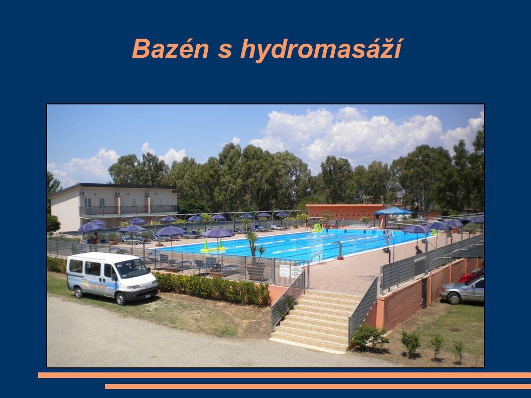 Bazén s hydromasáží