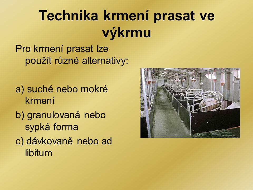 Technika krmení prasat ve výkrmu Pro krmení prasat lze použít různé alternativy: a) suché nebo mokré krmení b) granulovaná nebo sypká forma c) dávkova