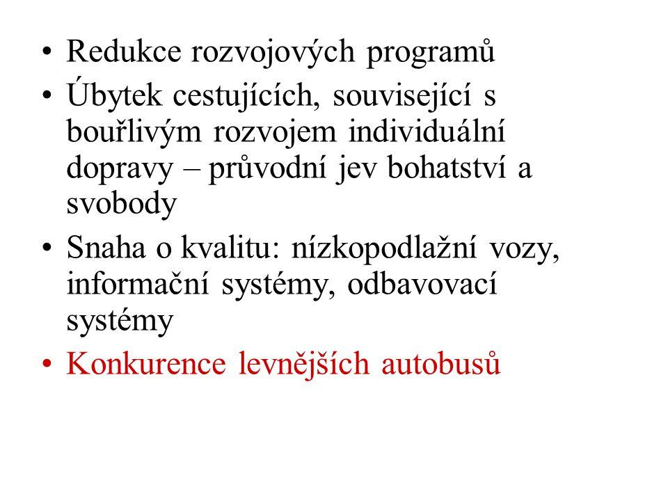 •Redukce rozvojových programů •Úbytek cestujících, související s bouřlivým rozvojem individuální dopravy – průvodní jev bohatství a svobody •Snaha o kvalitu: nízkopodlažní vozy, informační systémy, odbavovací systémy •Konkurence levnějších autobusů