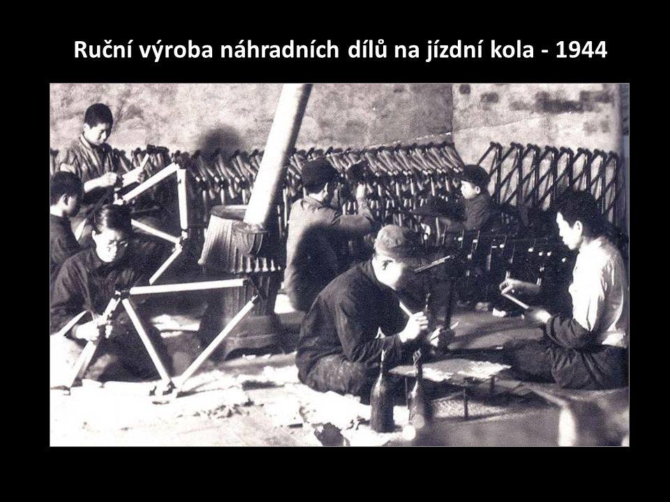 Ruční výroba náhradních dílů na jízdní kola - 1944
