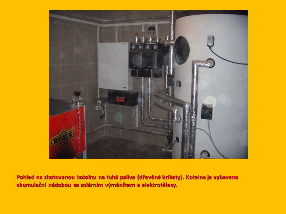 Pohled na zhotovenou kotelnu na tuhá paliva (dřevěné brikety).