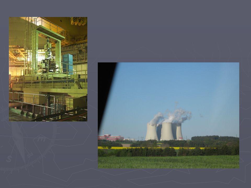 Vodní elektrárny ► Vodní elektrárny se začali stavět už dříve, aby voda nepoškodila lidem majetek.