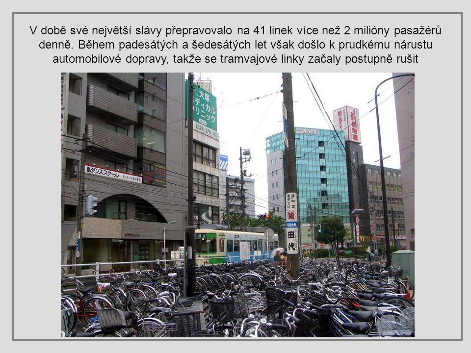 Tramvaje začaly jezdit v Tokiu v roce 1911, ale po velkém zemětřesení v roce 1923, kdy byla poškozena většina tramvajových linek, byly nahrazeny autob