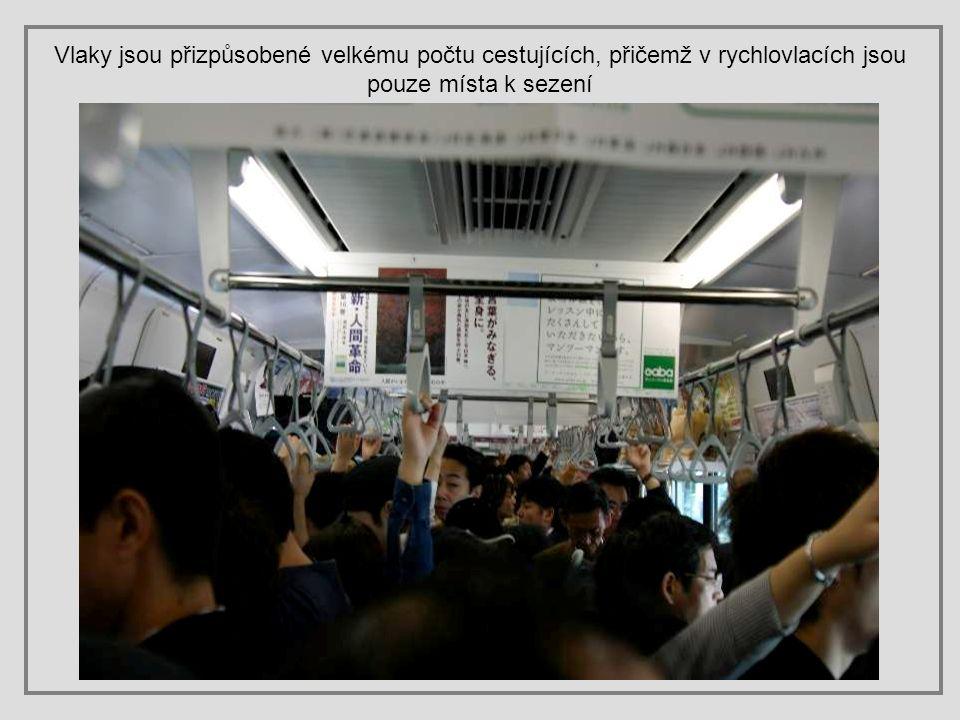 Vlaky zajišťují nejspolehlivější, komfortní a velmi rychlou přepravu po Japonsku, zejména chcete-li cestovat mezi velkými městy. Převezou vás dokonce