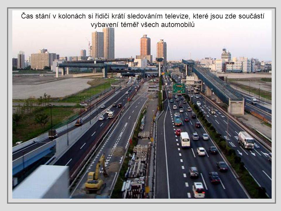 Japonští řidiči jsou ale velmi ukáznění, dodržují předpisy