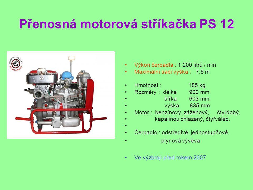Přenosná motorová stříkačka PS 12 •Výkon čerpadla : 1 200 litrů / min •Maximální sací výška : 7,5 m •Hmotnost : 185 kg •Rozměry : délka 900 mm • šířka