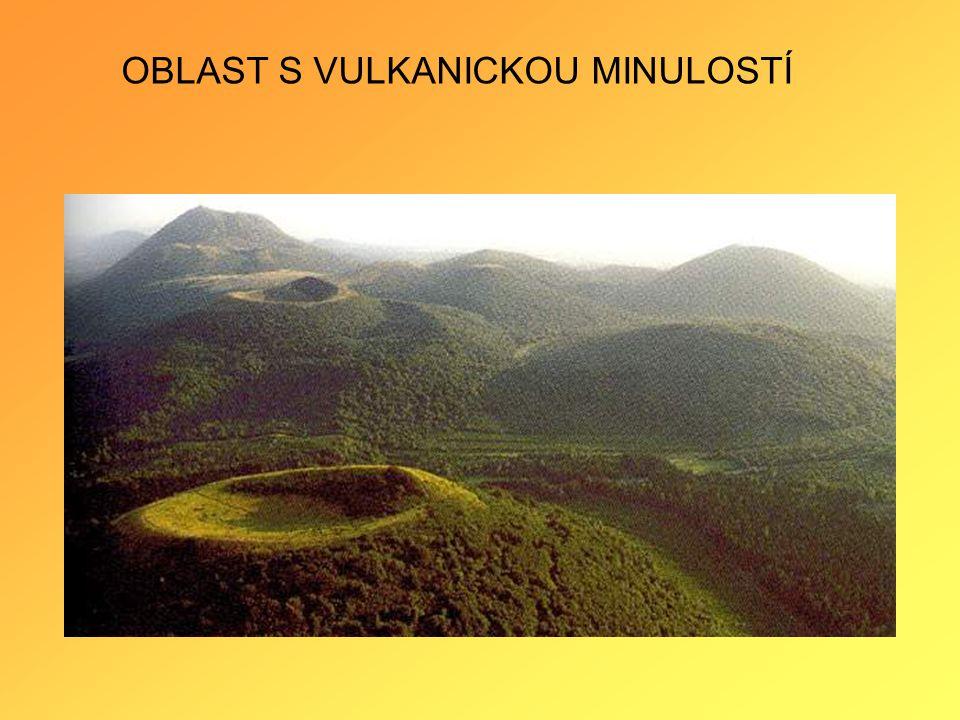 Exhalace sopečných plynů •v těsné blízkosti činných vulkánů se označují jako fumaroly.