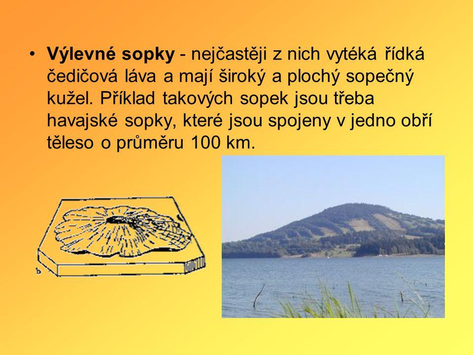 •Výlevné sopky - nejčastěji z nich vytéká řídká čedičová láva a mají široký a plochý sopečný kužel.