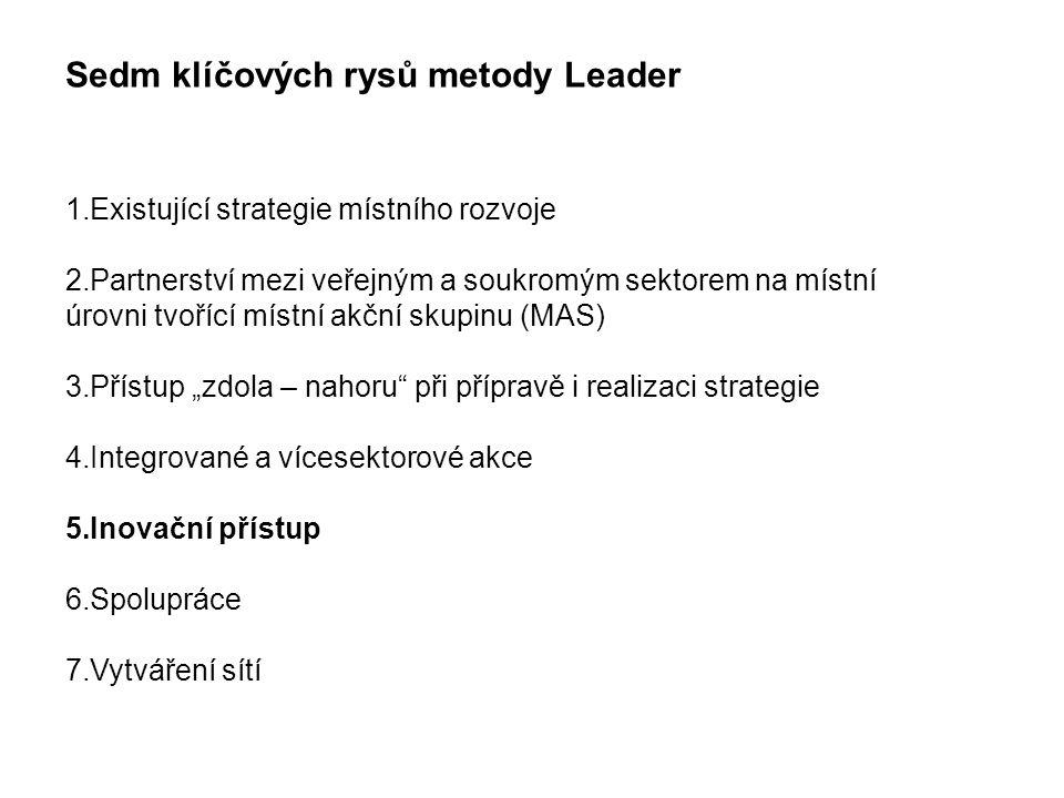 """Sedm klíčových rysů metody Leader 1.Existující strategie místního rozvoje 2.Partnerství mezi veřejným a soukromým sektorem na místní úrovni tvořící místní akční skupinu (MAS) 3.Přístup """"zdola – nahoru při přípravě i realizaci strategie 4.Integrované a vícesektorové akce 5.Inovační přístup 6.Spolupráce 7.Vytváření sítí"""