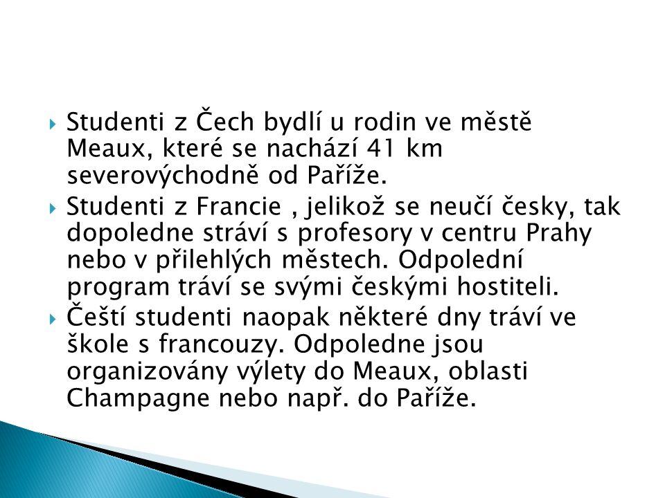  Studenti z Čech bydlí u rodin ve městě Meaux, které se nachází 41 km severovýchodně od Paříže.  Studenti z Francie, jelikož se neučí česky, tak dop