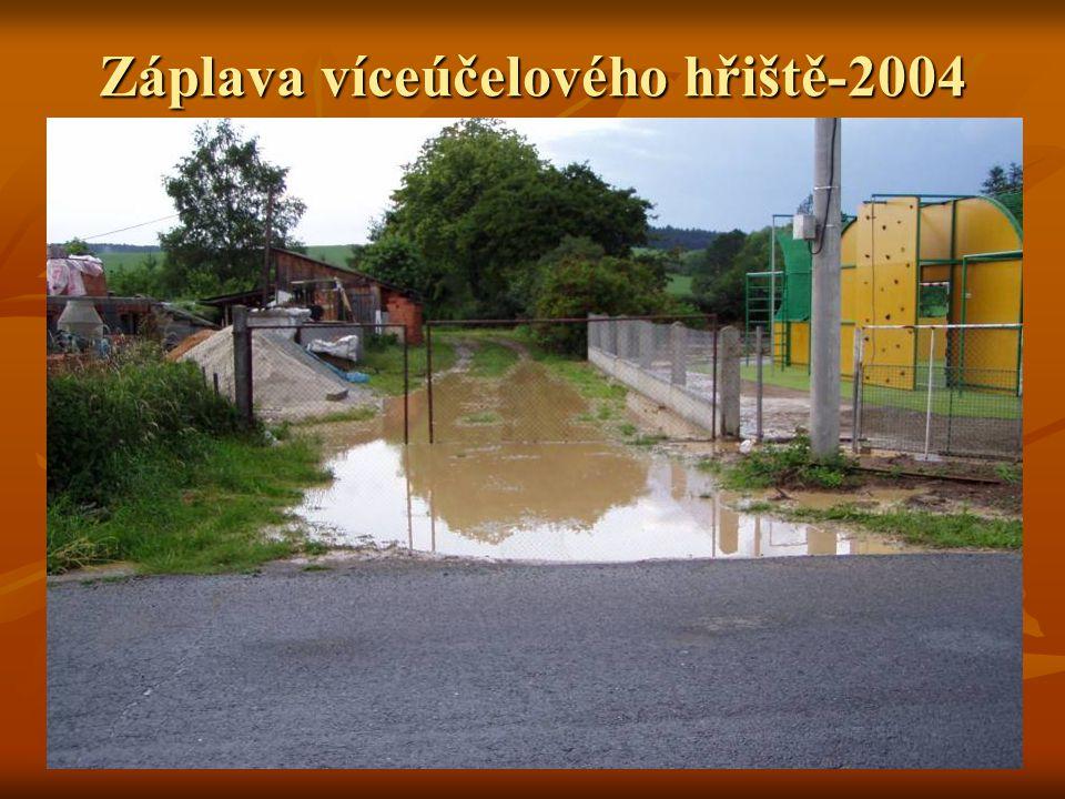 Záplava víceúčelového hřiště-2004