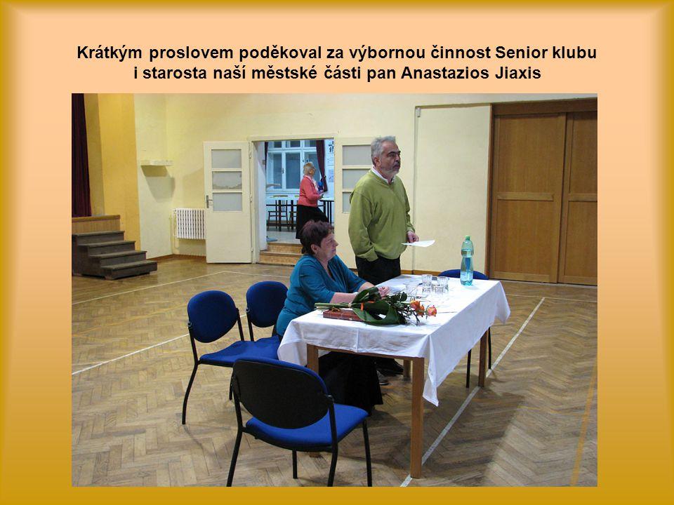 Poté byla předsedkyni p. Olejníkové předána kytice jako poděkování za skvělou práci v roce 2013