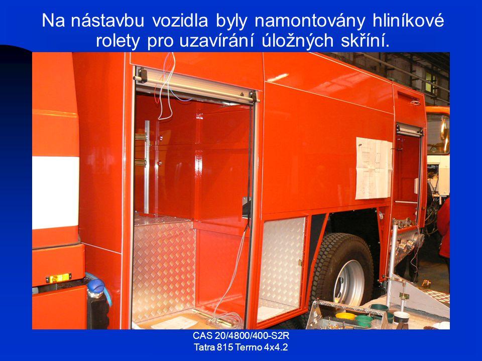 Na nástavbu vozidla byly namontovány hliníkové rolety pro uzavírání úložných skříní.