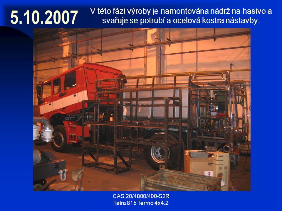 5.10.2007 V této fázi výroby je namontována nádrž na hasivo a svařuje se potrubí a ocelová kostra nástavby.