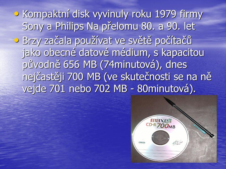 • Kompaktní disk vyvinuly roku 1979 firmy Sony a Philips Na přelomu 80. a 90. let • Brzy začala používat ve světě počítačů jako obecné datové médium,