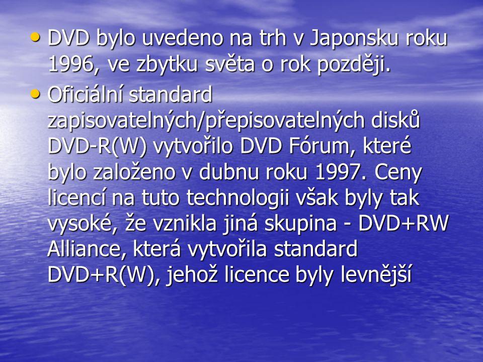 • DVD bylo uvedeno na trh v Japonsku roku 1996, ve zbytku světa o rok později. • Oficiální standard zapisovatelných/přepisovatelných disků DVD-R(W) vy