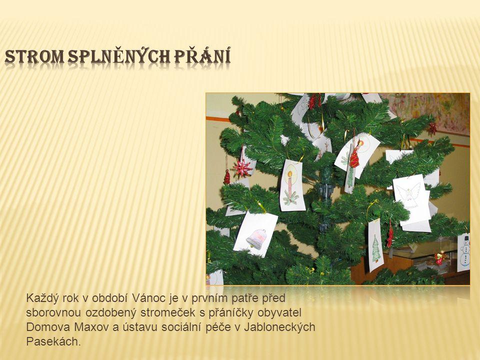 Každý rok v období Vánoc je v prvním patře před sborovnou ozdobený stromeček s přáníčky obyvatel Domova Maxov a ústavu sociální péče v Jabloneckých Pasekách.