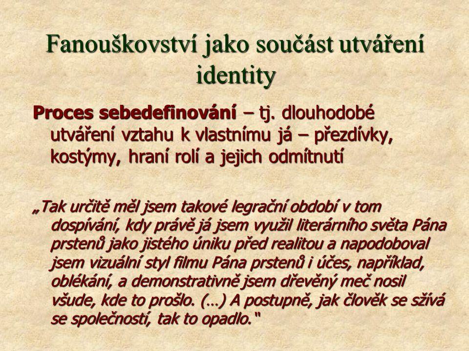 Fanouškovství jako součást utváření identity Proces sebedefinování – tj.