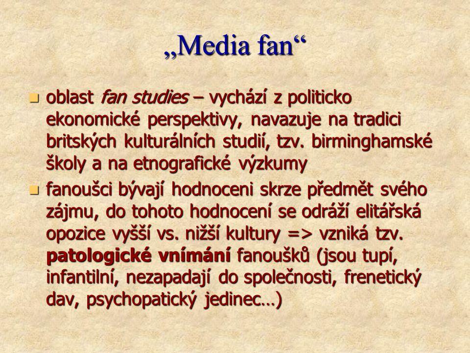 """""""Media fan  oblast fan studies – vychází z politicko ekonomické perspektivy, navazuje na tradici britských kulturálních studií, tzv."""