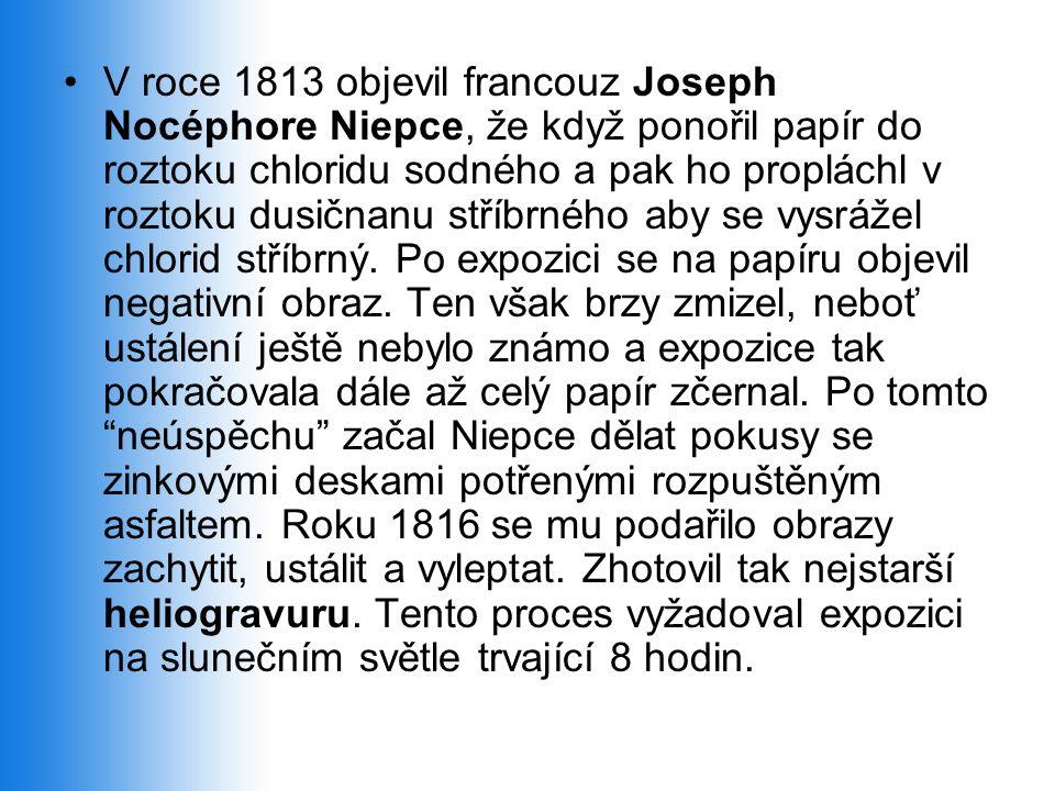 •V roce 1813 objevil francouz Joseph Nocéphore Niepce, že když ponořil papír do roztoku chloridu sodného a pak ho propláchl v roztoku dusičnanu stříbrného aby se vysrážel chlorid stříbrný.