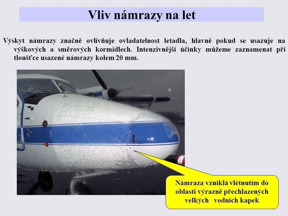 Vliv námrazy na let Výskyt námrazy značně ovlivňuje ovladatelnost letadla, hlavně pokud se usazuje na výškových a směrových kormidlech.
