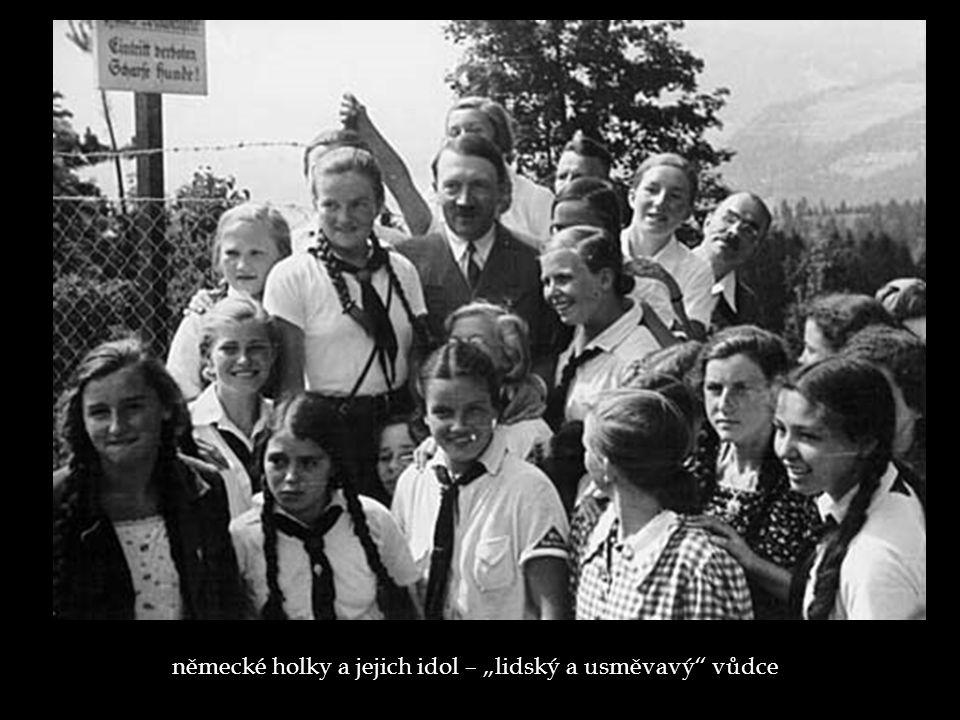 """německé holky a jejich idol – """"lidský a usměvavý"""" vůdce"""